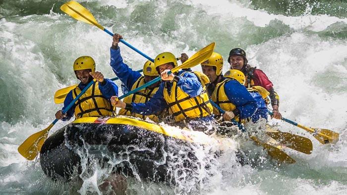 Рафтинг - сплав на лодках по реке