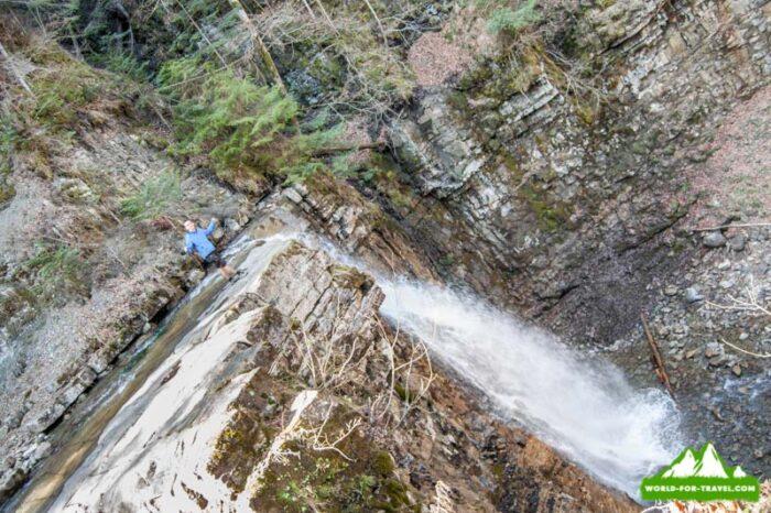 Манявский водопад и скит в Карпатах