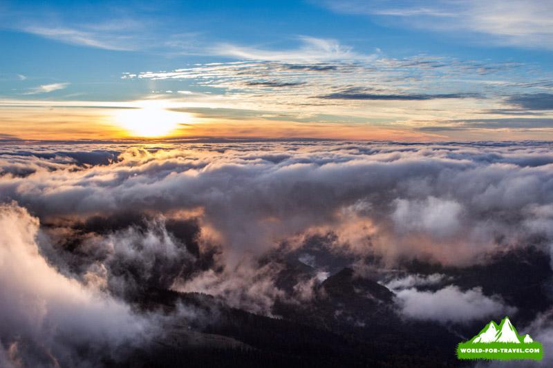 Више облаков- закат в горах