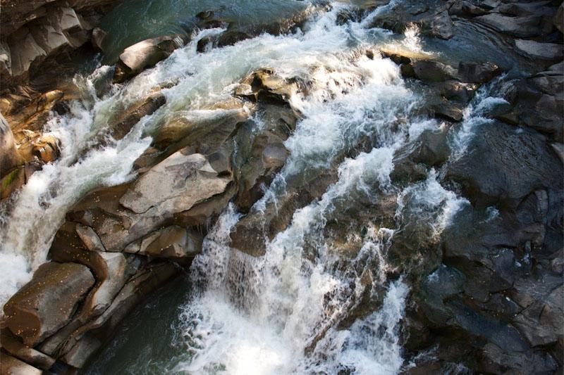 Водопад Пробой в Яремча