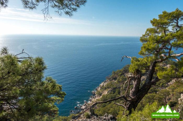 Ликийская тропа (Lycian Way) тропа с видом на море и скалы